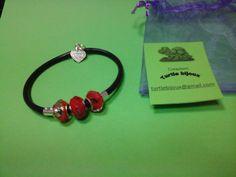 € 3,00 - Bracciale nero in caucciù con pietre rosse. turtlebijoux@gmail.com