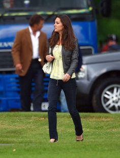 Kate Middleton Casual Fashion Style   fashion icon in the making: the style choices that Kate set apart