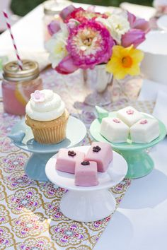 from Whitney Smith: Oh hello you cute little bird cupcake stand. I started making these cupcake...