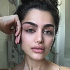 """4,043 curtidas, 76 comentários - Alicia. (@alicianomnom) no Instagram: """"First time I've taken a picture without my brows not filled in lol. And I don't know if this…"""""""