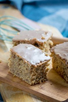 Most succulent nut cake with cinnamon icing ever- Saftigster Nusskuchen mit Zimtguss aller Zeiten and set aside. Flour and baking powder and cinnamon … - Pecan Recipes, Easy Cake Recipes, Cookie Recipes, Snack Recipes, Snacks, Dessert Recipes, Cinnamon Cake, Walnut Cake, Gateaux Cake