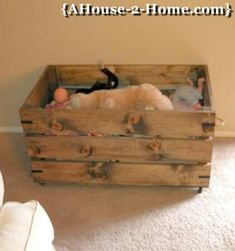 Every kid needs a toy box at home and at the cottage. Here's an easy to make box that complements a rustic cottage theme. The natural wood will fit right in with your decor. Diy Toy Box, Diy Box, Toy Boxes, Kids Outdoor Furniture, Childrens Bedroom Furniture, Rustic Storage Boxes, Pallet Projects, Fair Projects, Pallet Ideas