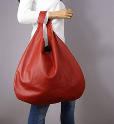 SALE Red leather hobo Bag Height from top of handle to base: Width at widest point : Simple hobo bag made from high quality soft and supple cowhide leather. The hobo bag can be worn as a shoulder bag . Hobo Bag Patterns, Diy Bags Patterns, Black Leather Bags, Leather Handbags, Boho Bags, Cloth Bags, Large Bags, Fashion Bags, Bag Accessories