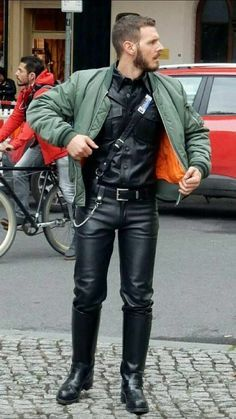 Gorgeous 37 Luxury Leather Outfit Ideas That You Want To Have Latex Men, Mens Leather Pants, Leder Outfits, Hommes Sexy, Bomber Jacket Men, Fashion Moda, Leather Fashion, Men Dress, Skinhead
