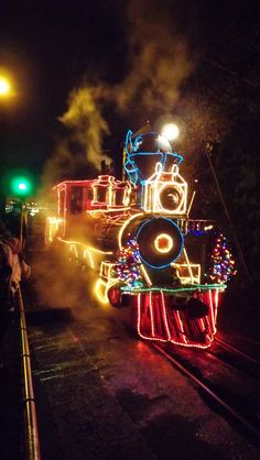 Steam engine at Christmas time /  Christmas train.