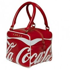 The well-known brand Gilli and The Coca Cola Company have worked together to achieve the Coca-Cola Cube an exclusive line of bags in limited edition totally Made in Italy . - Coca Cola - Idea of Coca Cola Coca Cola Decor, Coca Cola Ad, Always Coca Cola, Coca Cola Merchandise, Best Soda, Retro, Coca Cola Christmas, Unique Purses, Concert Posters