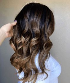 45 beautiful ideas for highlights on brown hair. Click above to see every kind from blonde streaks to red balayage. Brown Hair Balayage, Brown Hair With Highlights, Hair Color Highlights, Hair Color Balayage, Balayage Highlights, Blonde Balayage, Blonde Streaks, Bayalage, Auburn Highlights