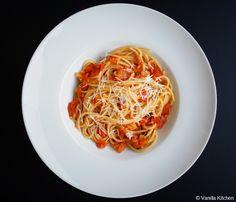 "(no) plain Vanilla Kitchen: Pastasaucen: ""plain tomato"""