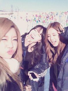 South Korean Girls, Korean Girl Groups, Jin, Girl's Day Hyeri, Kpop Girl Bands, Girl Sday, Photos Tumblr, Queen, Athletic Wear