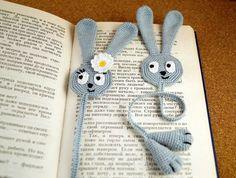 Mesmerizing Crochet an Amigurumi Rabbit Ideas. Lovely Crochet an Amigurumi Rabbit Ideas. Marque-pages Au Crochet, Chat Crochet, Crochet Amigurumi, Crochet Books, Love Crochet, Crochet Gifts, Crochet Flowers, Crochet Stitches, Crochet Bookmark Pattern