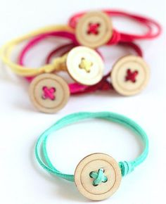 Easy to Make Button Bracelets - Jewelry - Fashion - Handmade - DIY - Buttons - Sewing Kids Jewelry, Jewelry Crafts, Handmade Jewelry, Jewelry Making, Childrens Jewellery, Men's Jewelry, Personalized Jewelry, Handmade Gifts, Diy Buttons