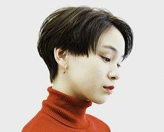 パツンと切られた毛先が可愛いジェンダーレスショート。 パツンとした形なのに、こんなにもラフなのは、ベージュ系のカラーリングのおかげ。 ボーイッシュなのに、決して女性らしさも忘れませ...