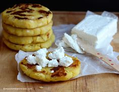 The Arepa is one the most popular foods in Colombia and Venezuela. The most common arepa in Colombia is made with corn flour (masarepa), however, we also make My Colombian Recipes, Colombian Food, Savoury Dishes, Food Dishes, Venezuelan Food, Venezuelan Recipes, Too Many Cooks, Ripe Plantain, Puerto Rican Dishes