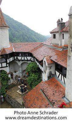 Inner Courtyard Bran Castle Romania Bran Castle Romania, Order Of The Dragon, Dracula Castle, Visit Romania, Dragon History, Knights, Castles, Scotland, Pergola