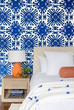 bright blue / white wallpaper