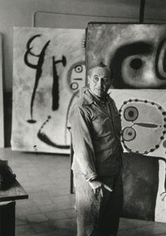 Joan Miró dans son atelier.