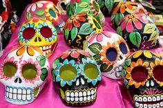 Calaveras is cool Mexico Day Of The Dead, Day Of The Dead Skull, Mexican Crafts, Mexican Folk Art, Mexican Stuff, Howleen Wolf, Catty Noir, Sugar Skull Art, Sugar Skulls