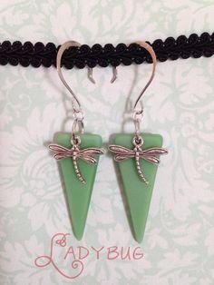Glass drop earrings - green