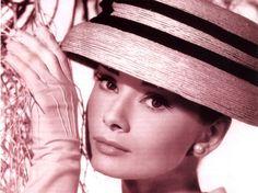 A atriz, de origem belga, também adorava chapéus.