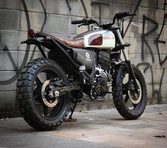 Best Honda Scrambler Ideas For You Moto Scrambler, Cx500 Cafe, Scrambler Custom, Cafe Bike, Cafe Racer Bikes, Cafe Racer Build, Honda Dominator, Tracker Motorcycle, Moto Bike