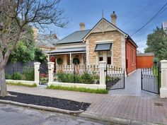 Photo of a brick house exterior from real Australian home - House Facade photo 306771 Best Exterior Paint, Exterior Paint Colors For House, Paint Colors For Home, Paint Colours, Exterior Colors, Brick House Colors, House Color Schemes, Building Exterior, Building A House