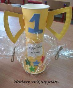 Boberkowy World : Puchar z kubeczków jednorazowych