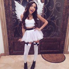 Those angel wings Diy Halloween Angel Costume, Cute Angel Costume, Angel Costume Women, Black Angel Costume, Angel And Devil Costume, Halloween Carnival, Halloween Costumes For Girls, Angel Costumes, Costumes For Women
