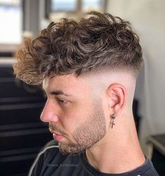 Men Haircut Curly Hair, Mid Fade Haircut, Beard Haircut, Wavy Hair Men, Men's Hair, Cool Hairstyles For Men, Cool Haircuts, Hairstyles Haircuts, Haircuts For Men