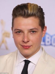 John newman love me again John Newman, Love Me Again, Beautiful People, Singer, Sayings, Photos, Cute Boys, Girls, Pictures