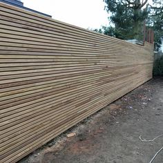 Schutting profiel FILIP Overpelt (BE) Garden Fencing, Garden Landscaping, Horizontal Fence, Garden Landscape Design, Wood Wall, Sidewalk, Home And Garden, Backyard, Architecture