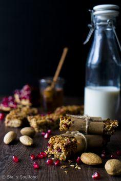 Granola Bars mit Mandeln und Granatapfelkernen I Granola Bars with almonds and pomegranate I Sia´s Soulfood