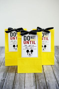 Fun Disney vacation bags - Ideas on how to break the trip to Disney World (or Disneyland) up with fun gift bags