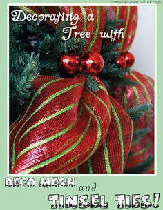 Un tutorial rápido decorar un árbol de Navidad con deco malla