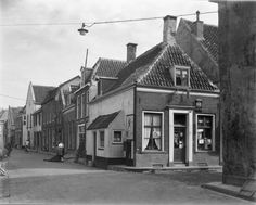 Hofstraat t/m Hondenstraat Was, Cabin, House Styles, Nostalgia, Cottage, Wooden Houses, Cabins