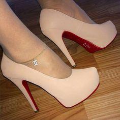 - Sapato meia pata estilo Louboutin salto 13 cm meia pata ideal para qualqu… Louboutin heel shoe 13 cm heel cm, ideal for any elegant and comfortable occasion - Fancy Shoes, Pretty Shoes, Hot Shoes, Beautiful Shoes, Me Too Shoes, Prom Heels, Pumps Heels, Stiletto Heels, High Heels