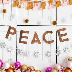 So cute! Five easy holiday garland ideas.