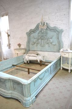 French Bed Painted Cottage Shabby Chic Queen Bed - Click Image to Close Shabby Chic Queen Bed, Shabby Chic Bed Frame, Shabby Chic Mode, Shabby Chic Bedrooms, Shabby Chic Kitchen, Shabby Chic Style, Shabby Chic Furniture, Shabby Chic Decor, Painted Furniture