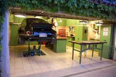 """Tips about """"must have tools for a garage or workshop"""" that every car enthusiast need."""