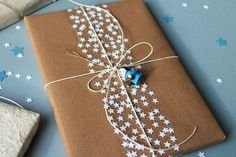 DIY star tape: use a paper punch to make lots of little stars and stick them to wide transparant tape. I love the combination with kraft paper. By giochi di carta..