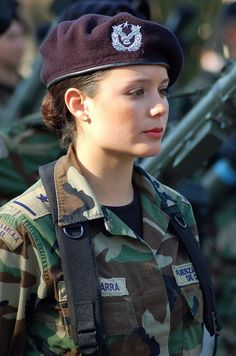 Beautiful female army soldiers the army is a great career choice for women. Stunning Army Women With & Without Uniform Looking Hot Female Army. Israeli Female Soldiers, Female Army Soldier, Idf Women, Military Women, Hot Brazilian Women, Mädchen In Uniform, Swedish Women, Spanish Woman, Military Girl