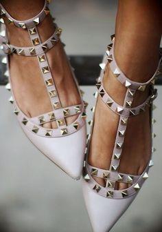 ♫ La-la-la Bonne vie ♪...adoro estos zapatos.
