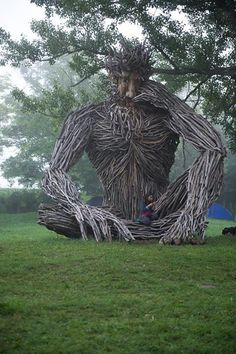 Another amazing driftwood sculpture by Paul Baliker. Driftwood Sculpture, Outdoor Sculpture, Driftwood Art, Outdoor Art, Sculpture Art, Sculptures, Art Environnemental, Art Et Nature, Art Du Monde