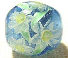 Handmade lampwork glass daffodil bead by Ayako Hattori in Japan