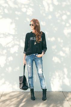 Effortlessly cool || Sweater + Boyfriend Jeans + Ankle Boots + Simple Handbag