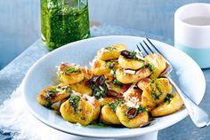 Unser beliebtes Rezept für Gnocchi mit Kürbiskernpesto und mehr als 55.000 weitere kostenlose Rezepte auf LECKER.de.