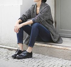 Image via We Heart It https://weheartit.com/entry/147918639/via/5748497 #black #blue #boots #cardigan #fashion #grey #jeans #model #skinnyjeans #streetstyle #style #budapester #broques