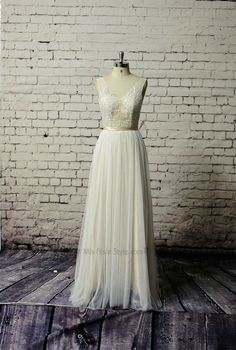 V-neck Champagne Lace V-back Wedding Dress