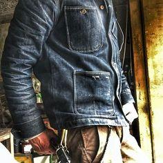 Work wear Makes for Good Fades.Comfortable Work wear Makes for Good Fades. Raw Denim, Denim Jeans, Denim Jacket Men, Leather Jacket, Denim Shirts, Rugged Style, Fashion Mode, Denim Fashion, Curvy Fashion