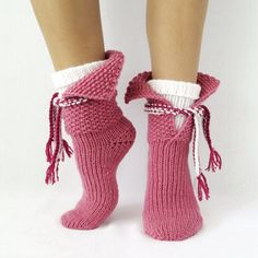 Gifts Christmas Women Winter 68 Ideas For 2019 Knitted Slippers, Slipper Socks, Knitting Socks, Hand Knitting, Womens Wool Socks, Cozy Socks, Women's Socks, Pink Socks, Winter Socks