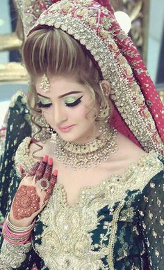 Kashees drop dead gorgeous bridal makeover and hairstyling Pakistani Bridal Makeup, Best Bridal Makeup, Bridal Makeup Looks, Pakistani Wedding Dresses, Bridal Hair And Makeup, Wedding Makeup, Bridal Beauty, Bridal Makeover, Make Up Braut